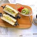 美肌効果でピクニックに♪しらすとクルミの梅サラダサンド♡レシピ