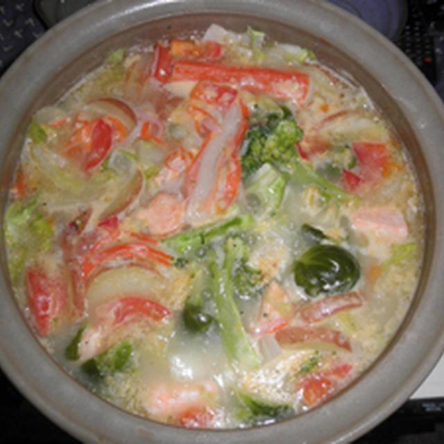 サーモン入りのトマト クリームシチュー鍋