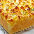 チーズとマヨコーンのちぎりパン【タッパで混ぜるだけ】