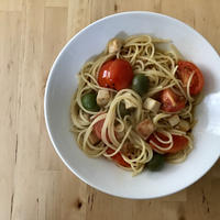 【レシピブログ】チキンとトマトの和風ペペロンチーノ × 山梨の甲州