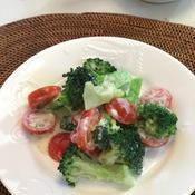 ブロッコリーとミニトマトのバニラヨーグルトサラダ
