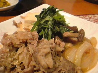 食べ応えアリの「肉豆腐」。