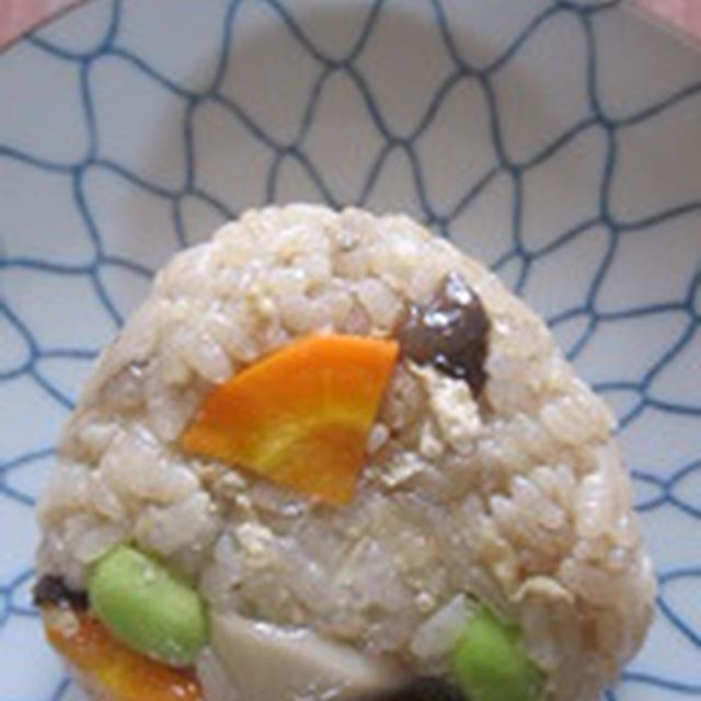 「生姜であっさり☆キノコの炊き込みおむすび」