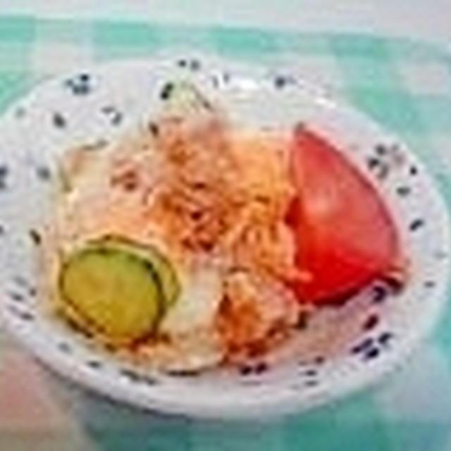 ツナときゅうりとゆで卵の美味しいミニサラダ♪
