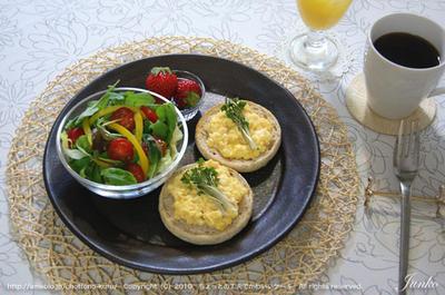 明太子スクランブルエッグの朝食と、二黄卵
