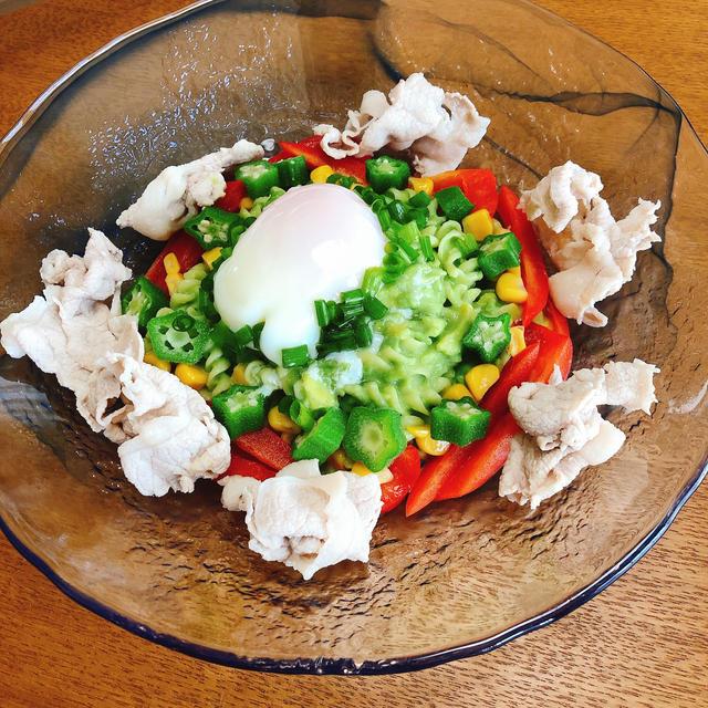 アボカドと夏野菜の冷製パスタ