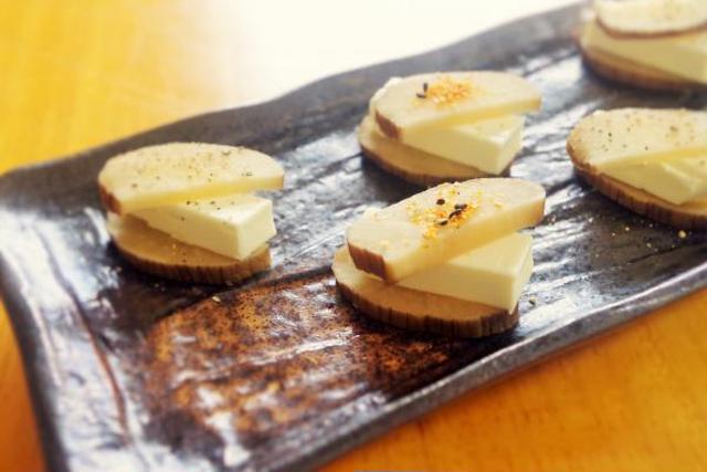 和洋折衷のいぶりがっこクリームチーズ