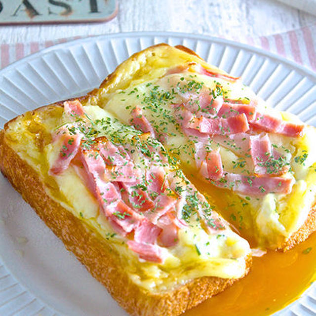 ラピュタパンの豪華版!?『卵がトロ〜リ濃厚♡ベーコンエッグトースト』半熟の目玉焼きがパンに合う〜♪《簡単*節約》