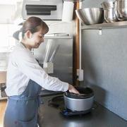 【おいしい暮らし】茶色いごはんも華やかに!料理研究家の森崎繭香さんが、いつものお料理に添えているものって?