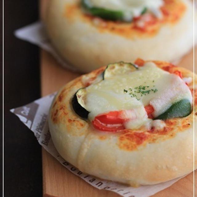 自家製トマトソースのピザパン