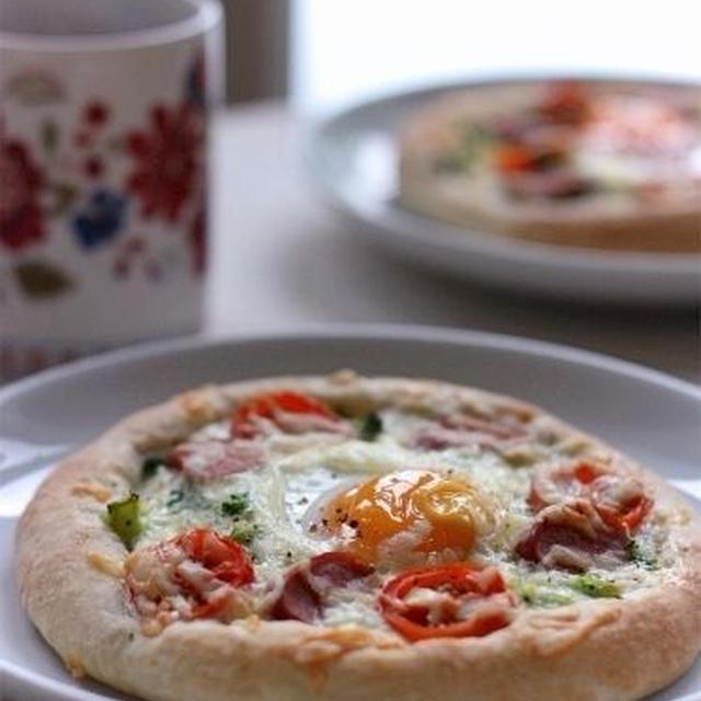 朝食に☆焼き卵とブロッコリーの惣菜ピザ