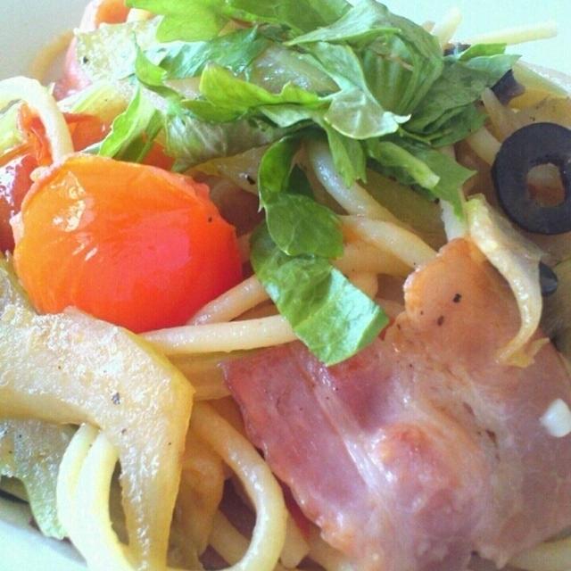 ベーコン・トマト・セロリ のスパゲティー。