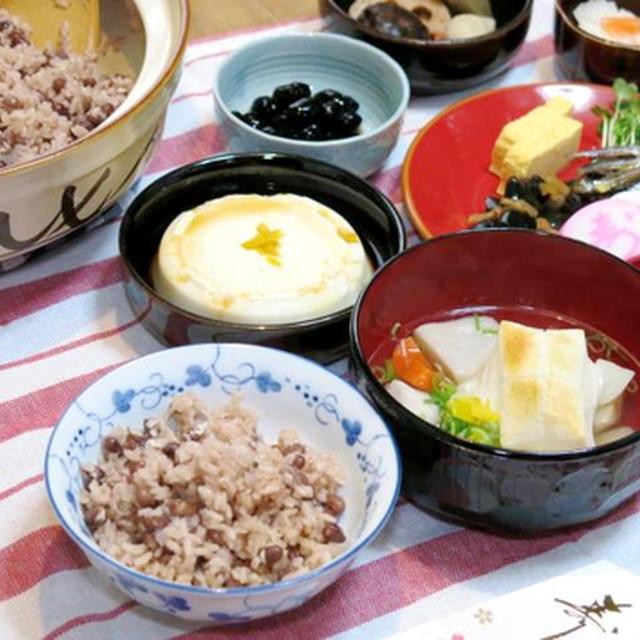 我が家のお正月料理/土鍋で炊く「小豆たっぷりお赤飯」と、「鯛だし雑煮」と、「簡単おせち」。