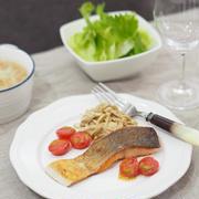 夏までにスリムボディ!食べながら痩せる献立 DAY1♡鮭とえのきのソテー