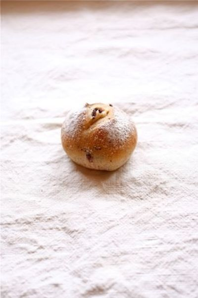 オリーブとローズマリーの丸パン。