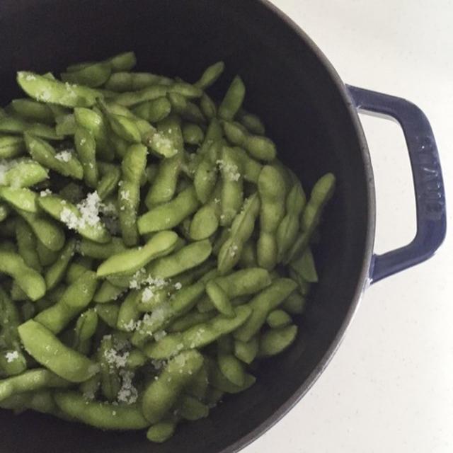 ストウブで蒸し枝豆
