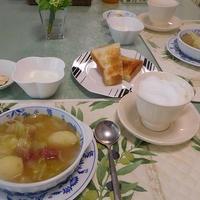 ポテトと玉ねぎとコンビーフのスープとカプチーノ