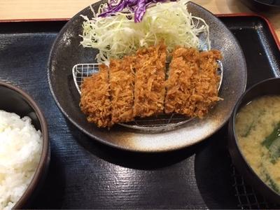 とんかつ松乃家で500円とんかつ定食を食べました^_−☆