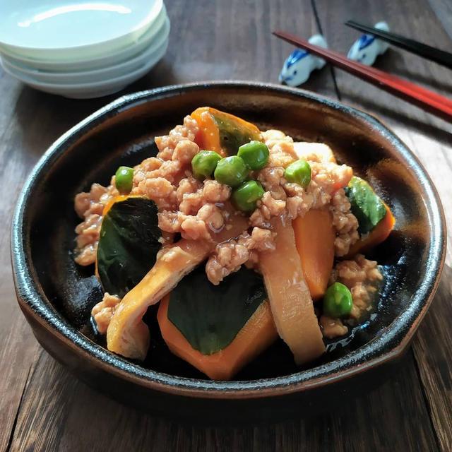 南瓜と油揚げの煮物、大豆そぼろ餡かけ
