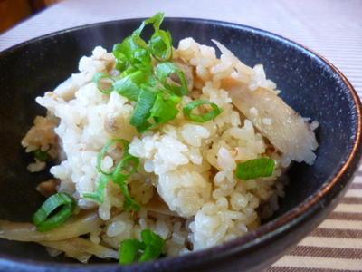 ★ 土鍋鶏ごぼう飯 ★