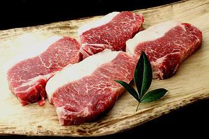 噛みしめるほどに、赤身の部分から旨味があふれ出てきます!豚肉とは思えないほどのとろける旨みは、さすが...