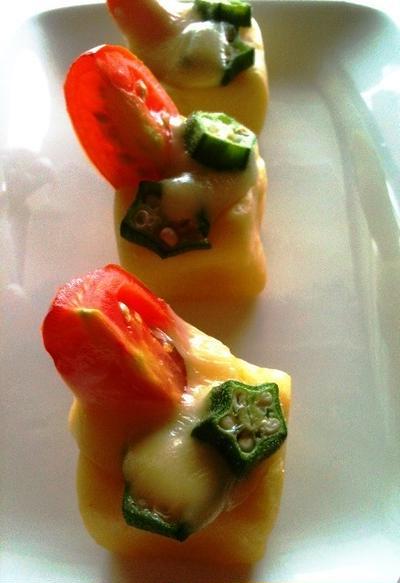 マッシュポテトにミニトマト、オクラチーズ焼き