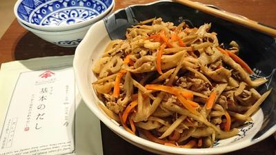 〈ヤマキだし部〉キノコと根菜たっぷり☆盛りだくさんきんぴら♪