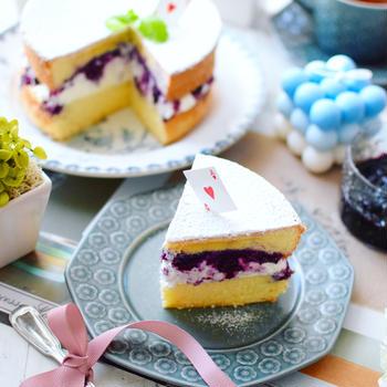 冷凍ブルーベリーを煮付めたソースを使ってビクトリアケーキ