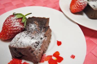 板チョコDEガトーショコラの様でチョコブラウニーのようなケーキ&貧乏鍋