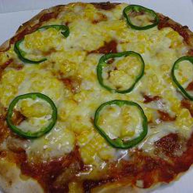 お昼ごはん~半額ピザにたっぷり♪トッピング コーンマヨピザ