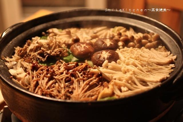 5. 鶏団子入りきのこと白菜の生姜鍋