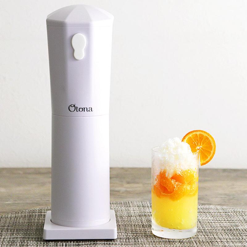 氷を入れてワンプッシュするだけの電動式で、力も手間もいらすかき氷ができる大人の氷かき器。<br>コー...