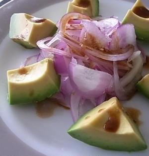 赤玉ねぎとアボカドのサラダ