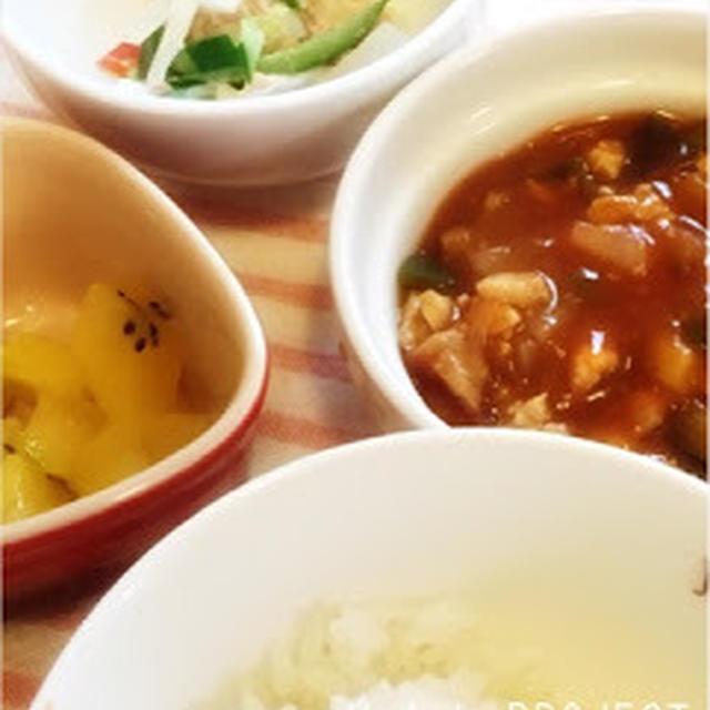 246日目-3 ご飯40g+きな粉パン+鶏と野菜のハヤシソース煮+大根+きゅうり+パプリカ+ツナ缶+マヨドレ+キウイ