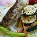焼き野菜添えで美味☆焼肉のたれdeロコモコ風ハンバーグ♪ by ゆみぴいさん