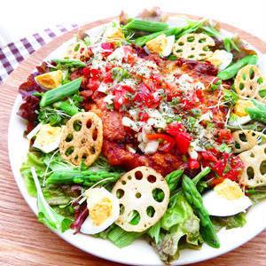 男子ウケ抜群!野菜もお肉もたっぷり食べられる「肉サラダ」