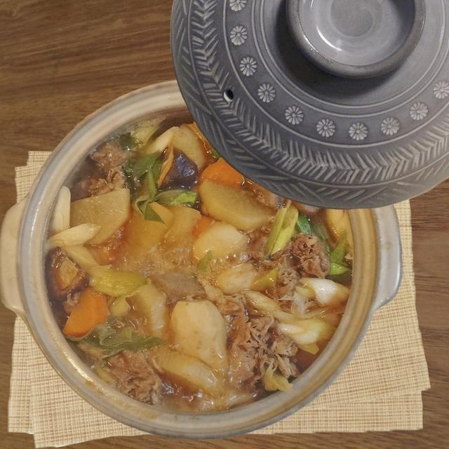 すき焼き風の芋煮鍋