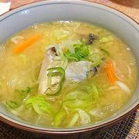 〈ヤマキだし部〉焼きさばと根菜たっぷりお味噌汁。