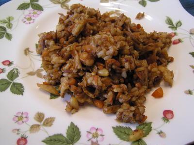 根菜と油揚げの玄米味噌チャーハン