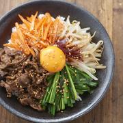 忙しい日の救世主!一皿で大満足なMizukiさんの「やみつき丼」レシピ
