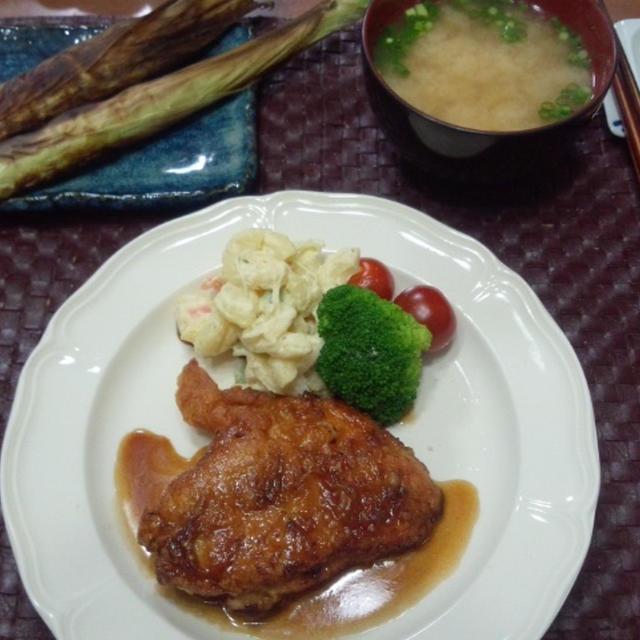 【献立】鶏むね肉のバター醤油ステーキ、マカロニポテトサラダ、網焼きベビーコーン、納豆汁