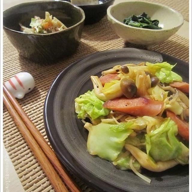 お手軽一品おかずで夜ごはん!メインはキノコ野菜とウィンナーで甘酢ケチャップ炒め。