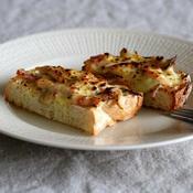舞茸とベーコンのマスタードマヨチーズトースト