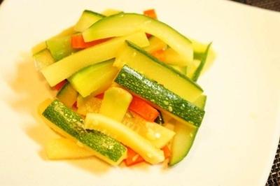 ズッキーニとニンジンの生姜和え、オクラ山芋団子のずんだ餡、トビウオ夏野菜餡かけで手酌酒