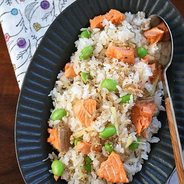 塩鮭で味付けいらず♪炊飯器に入れるだけ鮭としらすの炊き込みごはん