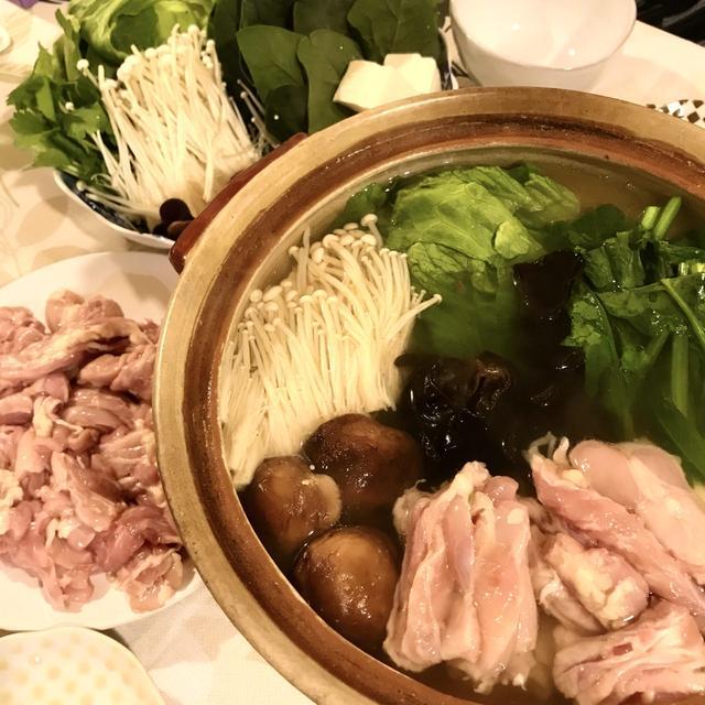 本格出汁で手軽にお店の味 出汁で食べる鶏のせせりとレタスのお鍋
