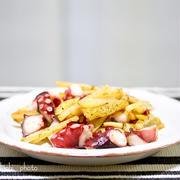 たことポテトのガーリック炒め&円熟でベーコンエッグサンド