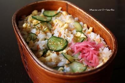 塩鮭とキュウリの「まぜ寿司」