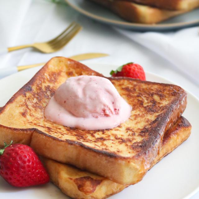 オシャレな15時のおやつに♡フレンチトーストとイチゴアイスクリーム♪