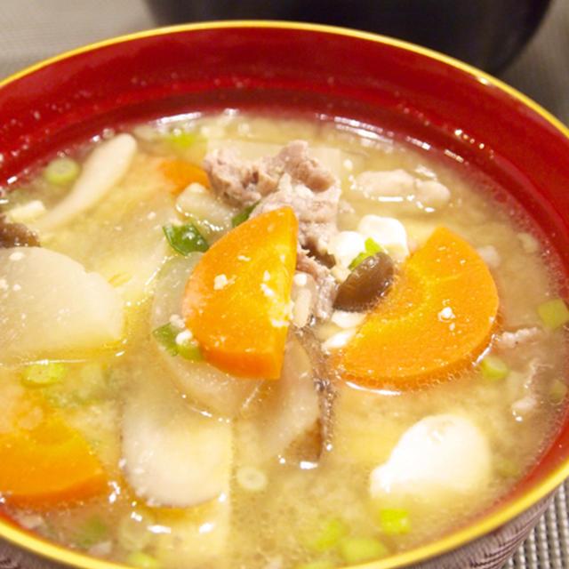 【和食】「生姜入り☆10品目豚汁」&さばの煮付け&もやしの黒ごま和えで晩ごはん。
